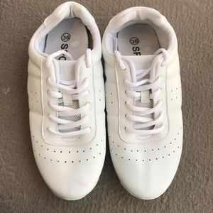 Shoes - Women's size 5 white cheerleading tennis shoes.